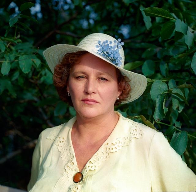 """После фильма """"Мама"""", вышедшего в 1999 году, 74-летняя Мордюкова была готова играть еще, но режиссеры перестали делать ей предложения."""