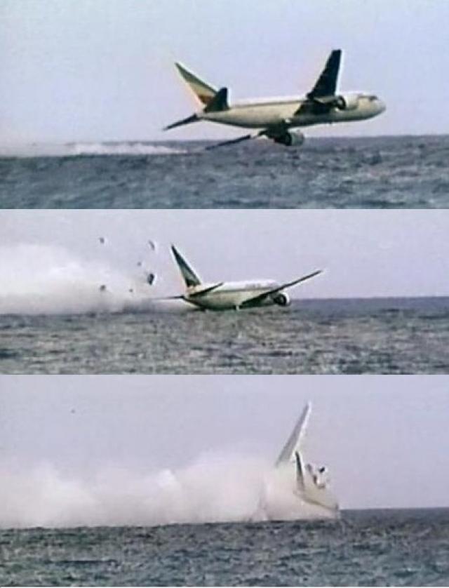 """Вынужденные посадки на воду обычно заканчиваются катастрофой. В 1996 году Боинг-767 компании """"Эфиопские авиалинии"""" перевернулся во время приводнения в Индийском океане после неудачной попытки аварийной посадки."""