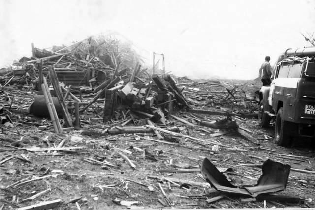В 80-е население Арзамаса составляло около 100 тысяч человек - взрыв затронул почти каждую семью, эвакуировать пришлось около четырех тысяч местных жителей. Почти тысяча семей остались без крова.