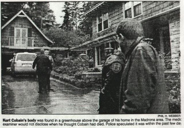 Смит позвонил, но никто не открыл. После этого он заметил припаркованный в гараже, находившемся рядом с домом, автомобиль Volvo, и решил, что хозяева дома, возможно, в гараже или оранжерее, которая располагалась прямо над гаражом.
