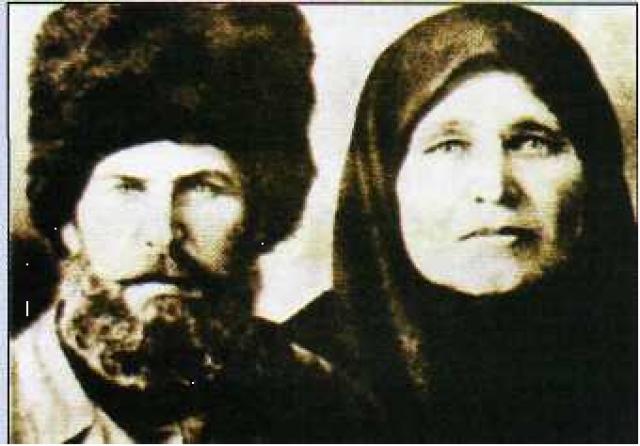 Во время коллективизации отца мальчика репрессировали, а после отчима убили во время войны. Жизнь матери с двумя детьми была не сладкой.