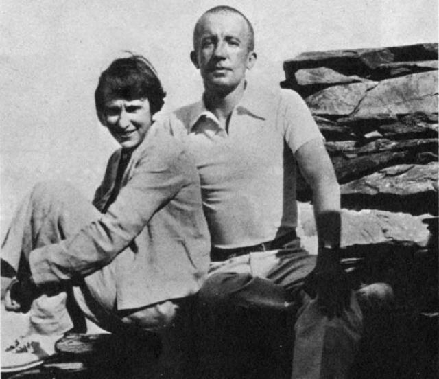 Вскоре после рождения дочери Гала становится любовницей художника Макса Эрнста. Они живут втроем – Элюар, Эрнст и их женщина. Отношения с двумя мужчинами полностью поглотили Елену. А в 1929 году Гала ушла от двоих к третьему.