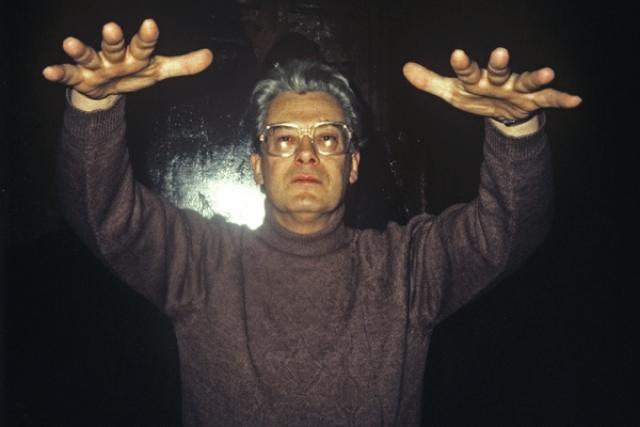 Аллан Чумак , получивший журналистское образование с 1965 года работал на телевидении - сначала спортивным комментатором. Также работал редактором в Главной редакции телеинформации АПН.