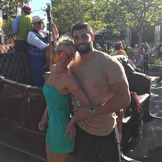 В январе 2018-го папарацци заметили колечко на безымянном пальце Бритни, что может означать ее помолвку с манекенщиком.