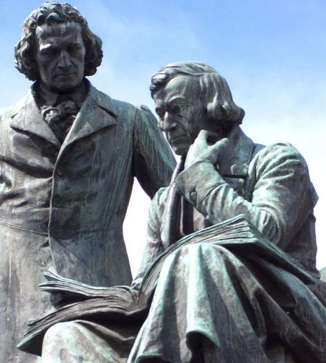 """Хотя Вильгельм и Якоб и считаются отцами-основателями германской филологии и германистики, широкую известность им принесли именно сказки, хотя некоторые из них и считают """"не детскими""""."""