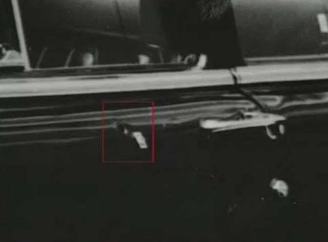 А космонавты, как люди военные, успели пригнуться. Берегового сильно посекло осколками лобового стекла, Леонову пуля прошила шинель, а Николаева даже царапнула по спине.