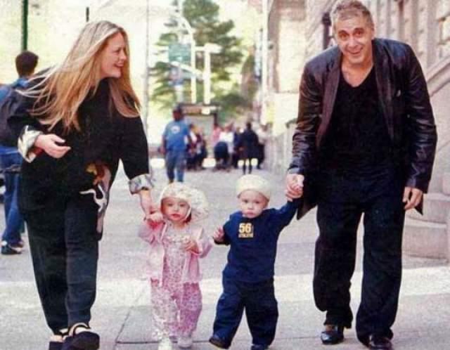 Пять лет были вместе они с Беверли Де Анджело, с 1996 по 2001 год. Точкой в их отношениях стали дети: Пачино даже просил сделать тест ДНК, так как вовсе не планировал семью. В 2003 году актеры вовсе перестали общаться.