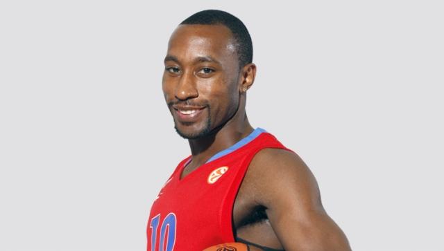 Роберт Джон Холден. Американский баскетболист получил российское гражданство в октябре 2003 года. С 2002 года по 2011 год он играл за баскетбольный клуб ЦСКА.