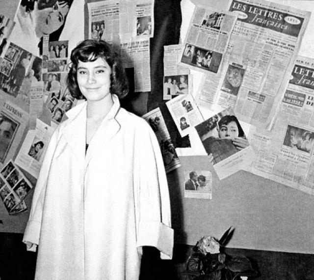 Татьяна Самойлова возвратилась в Москву, поступила в Государственный институт театрального искусства, была принята в Театр им. В.Маяковского, затем перешла в Театр им. Е.Вахтангова, где работала до 1960 года.