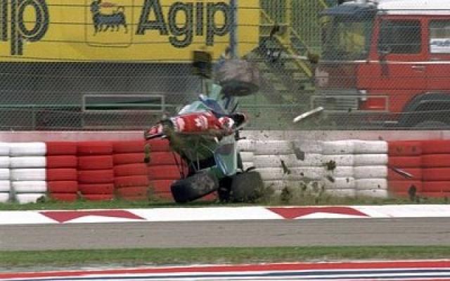 Гонками Айртон бредил с детства. Отец построил мальчику его первый карт и отправил на соревнования, когда ему было 13 лет. В 1984 году Айртон стал гонщиком Формулы-1 в составе команды McLaren.