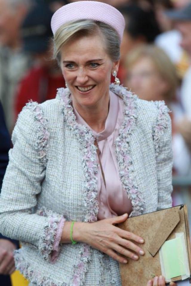 Принцесса Астрид - дочь бельгийского короля Альберта II. Девушка училась на искусствоведа, но потом пошла в армию и дослужилась до звания полковника медицинской службы.
