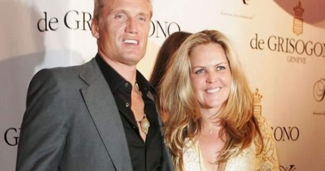 В 1990 году актер стал встречаться со своей соотечественницей Аннет Квиберг, дизайнером ювелирных украшений. Дольф и Аннет поженились в 1994 году.