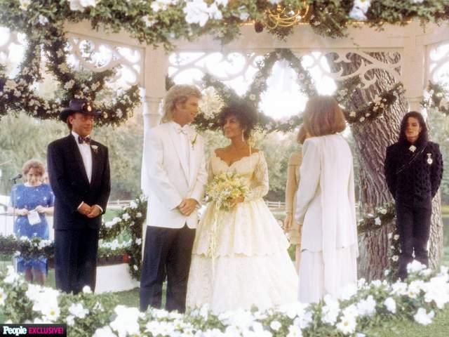 Элизабет Тейлор и Ларри Фортенски ($2,5 млн). Свадьба актрисы состоялась в 1991 году на ранчо Неверленд Майкла Джексона и собрала 160 знаменитых гостей. Платье Тейлор от Валентино стоило $25 000.
