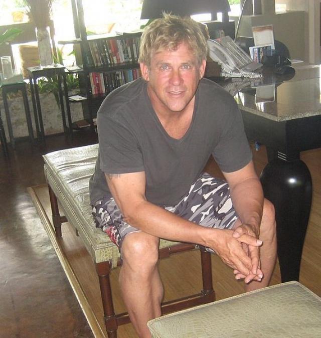 Сейчас: актер живет жизнью отставной кинозвезды в особняке в Калифорнии. Увлекается архитектурой, держит золотистого ретривера, имеет диплом по детской психологии, играет в теннис и время от времени занимается бразильским джиу-джитсу с личным тренером.
