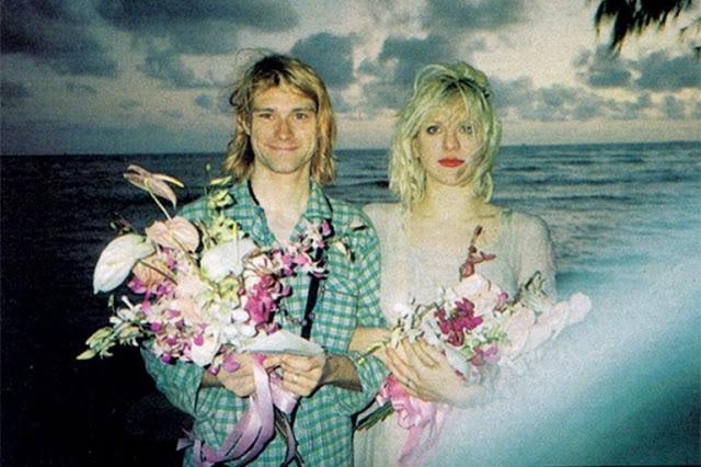 """Кортни надела платье, некогда принадлежавшее актрисе Фрэнсис Фармер, которой восхищались оба новобрачных, а Курт был одет в пижаму - """"потому что ему было лень надевать костюм""""."""