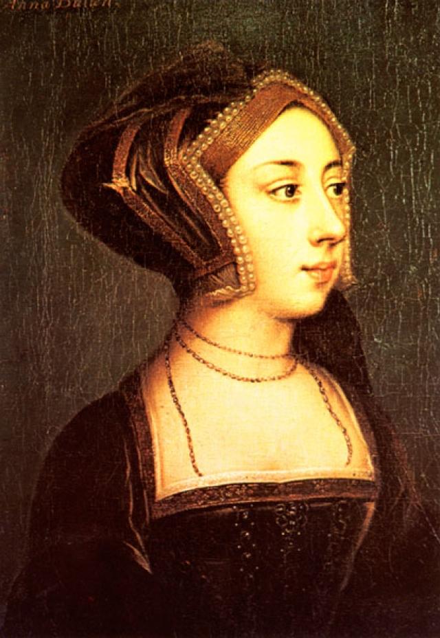 Но уже через три года Генрих обвинил жену, родившую ему дочь, в измене и отправил на эшафот. Говорили, что виной тому желание короля иметь наследника, которого Анна не могла ему родить.