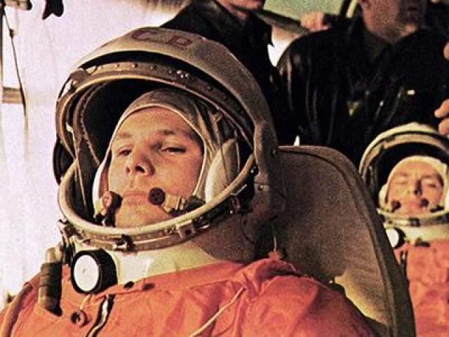Первый человек в космосе - Юрий Гагарин, 12 апреля 1961 года.