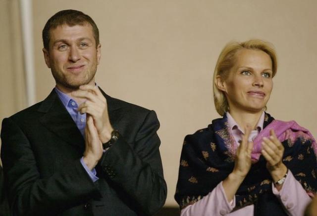 С супругой Ириной , с которой у них было шестеро детей, олигарх развелся в марте 2007 года.