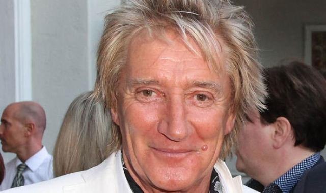 Род Стюарт. Британскому певцу удалили опухоль щитовидной железы в июле 2000 года. Спустя несколько месяцев, в январе 2001 года, он сообщил, что полностью излечился.