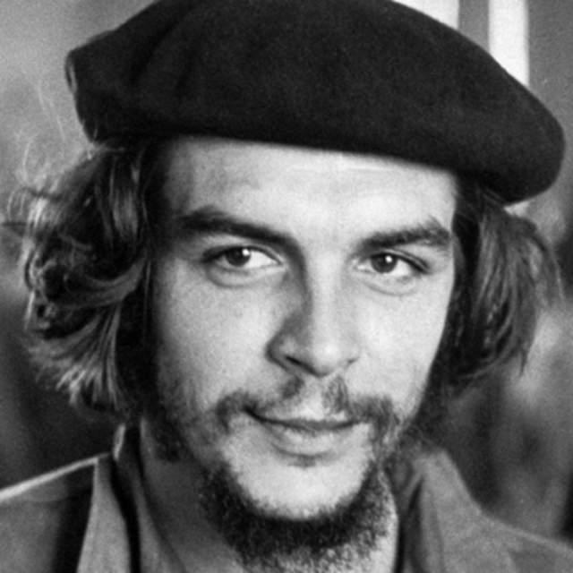 """Че Гевара. Кубинский революционер носил, пожалуй, самые """"культовые"""" усы и бороду."""