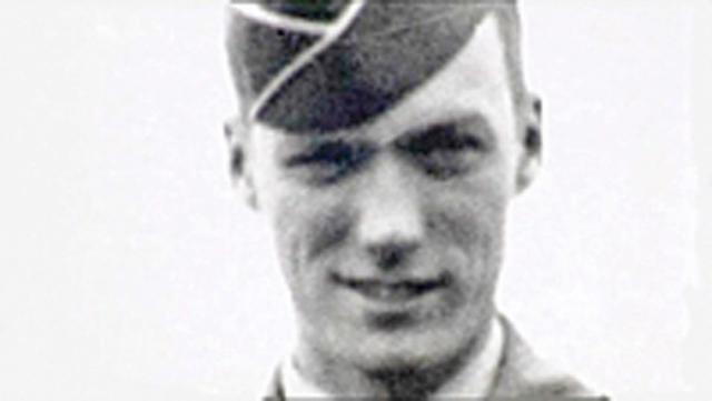 Клинт Иствуд. Актер пилотировал бомбардировщик во время военной службы. Самолет потерпел крушение над океаном.
