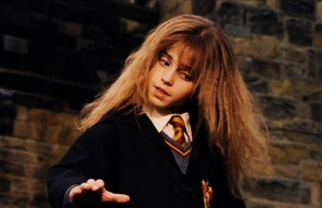 """Эмма Уотсон. Девочка выиграла просто огромный конкурс на главную женскую роль в экранизациях """"Гарри Поттера"""", хотя и не отличалась сногсшибательной внешностью."""