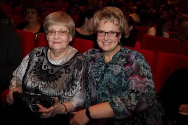 Вместе с именитым мужем она прожила более 40 лет, до смерти режиссера в 1993 году. У них осталась дочь Оксана Гайдай — она работает экономистом. Внучка Гайдая Ольга тоже решила делать карьеру в банковской сфере.