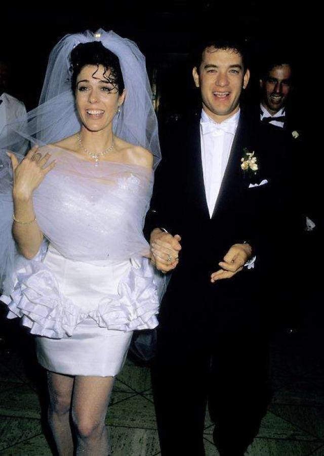 Рита Уилсон. Актриса и невеста Тома Хэнкса предпочла странный покрой свадебного наряда.