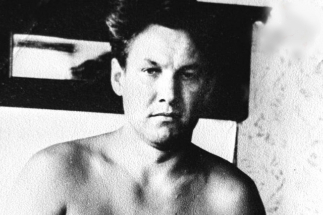 В возрасте 35 лет Ельцин работал главным инженером Свердловского ДСК. По итогам пятилетки его должны были представить к ордену Ленина, но накануне утверждения кандидатуры Ельцина рухнул почти готовый пятиэтажный дом, который строился возглавляемой им структурой.