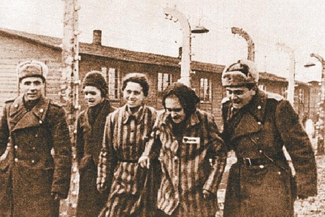 31 января по предложению армтоксиколога в Освенцим было направлено 2 терапевтических госпиталя из-за невозможности эвакуации всех заключенных.