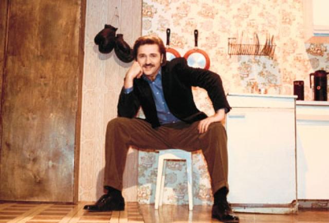Домохозяйки смотрели передачу затаив дыхание (не в последнюю очередь из-за импозантного ведущего Валерия Комиссарова) с 1996 по 2003 год, пока ее не закрыли.