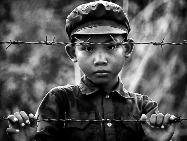 За один день из Пномпеня было выселено свыше двух миллионов человек, причем не разрешалось брать с собой ничего.