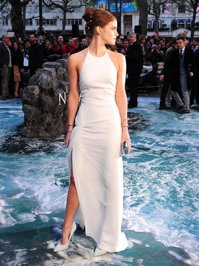 Сейчас Эмма выглядит и одевается как серьезная стильная актриса.