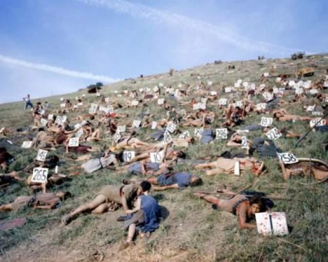 Спартак Расслабившаяся группа статистов. Все они только что пали в битве.