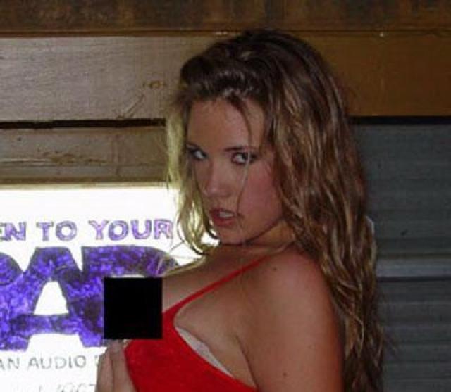 """Скандал прибавил Рис популярности и она подписала двухлетний контракт на два миллиона и стала ведущей эстрадного шоу в казино Лас-Вегаса """"Hard Rock Hotel & Casino""""."""
