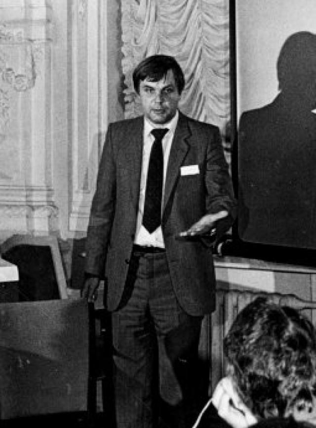 В 1985 году ученый принимал участие в конференции в Испании. Перед возвращением в Москву решил прогуляться, вышел из отеля и исчез. Больше его никто не видел. Главная версия исчезновения - физик был похищен спецслужбами.