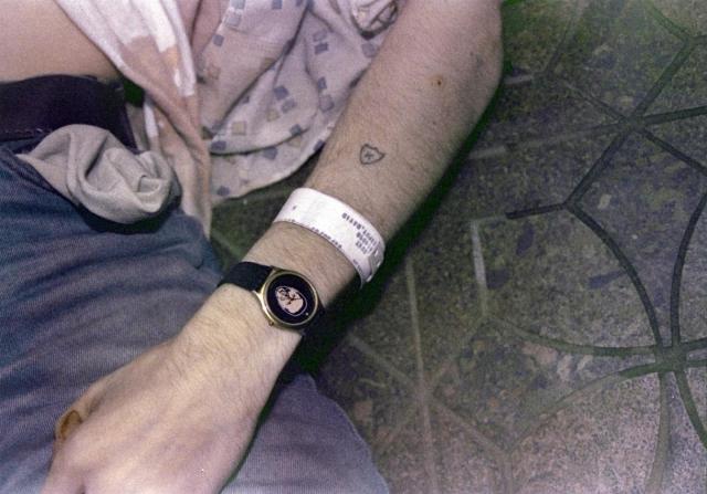 Кобейн убил себя выстрелом из ружья, хотя эта версия все еще оспаривается.