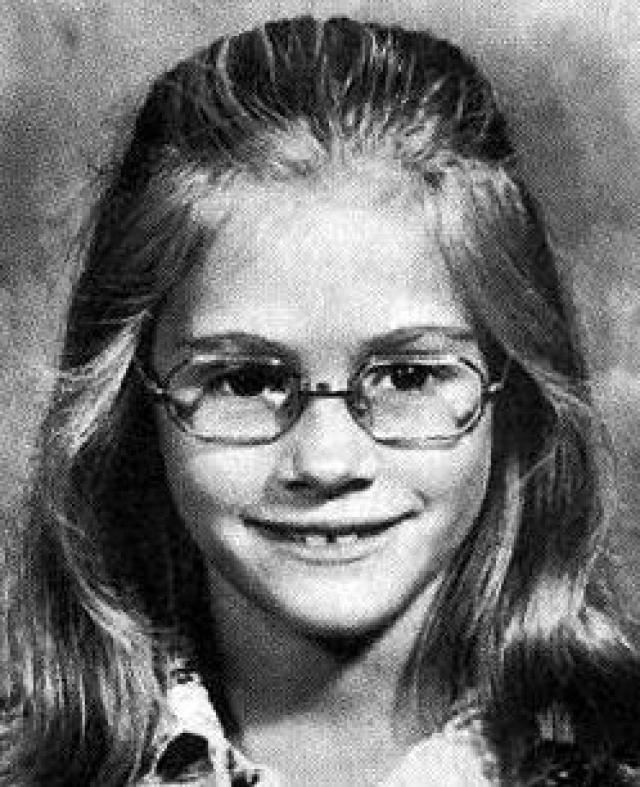 Джулия Робертс. Маленькая Джулия была тихой девочкой-ботаником в больших очках.