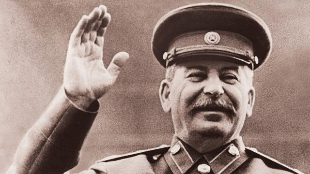 Сталин имел странную привычку оставлять грубые заметки, написанные синей или красной ручкой на репродукциях российских художников 19-го века, изображавших мужчин ню.