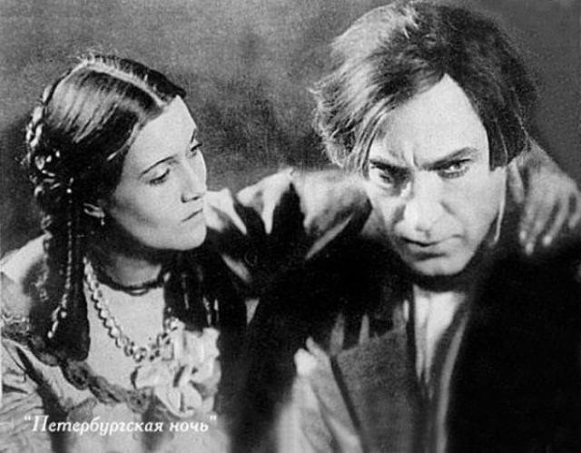 В 1933 году состоялась судьбоносная встреча Орловой с молодым начинающим режиссером Григорием Александровым, которому она стала женой.