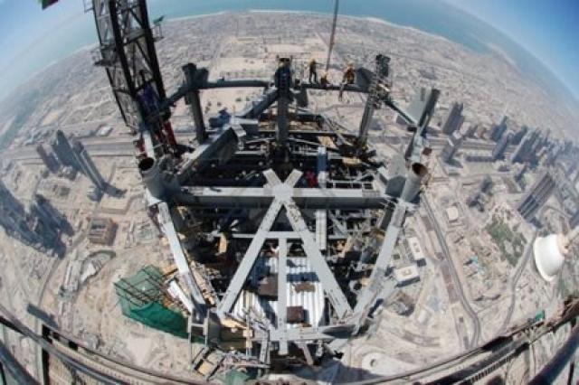Если сложить арматурные стержни, которые потребовались для строительства, один за другим, они протянутся на четверть диаметра Земли.