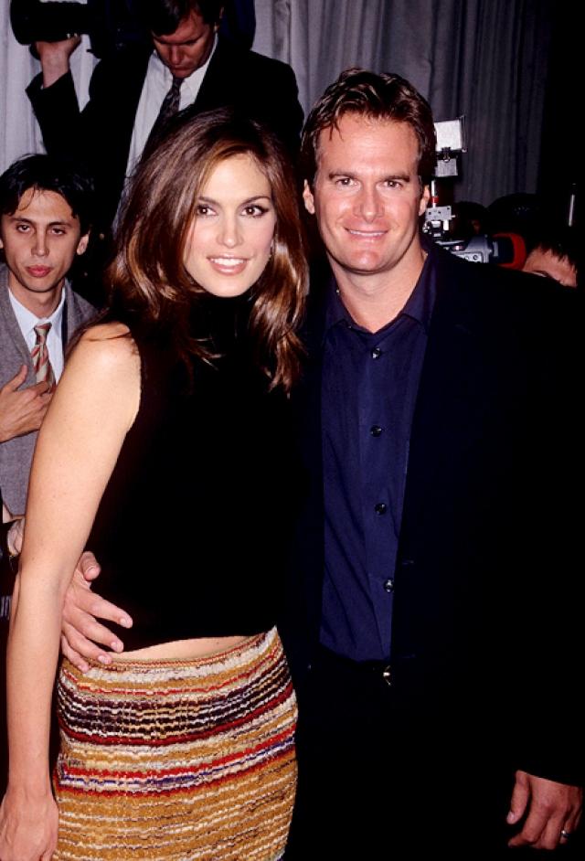 Синди Кроуфорд и Рэнди Гербер. В мае 1998 года модель вышла замуж за Рэнди Гербера, бывшего манекенщика и владельца модных ресторанов и ночных клубов в Нью-Йорке и Лос-Анджелесе.