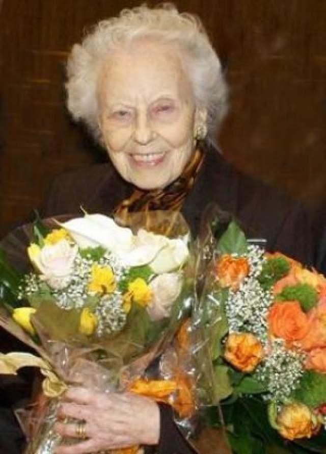 Последним публичным выступлением Оливеро было исполнение монолога Франчески да Римини Paolo datemi pace в Палаццо Кузани в Милане, певице было 99 лет. 100-летний юбилей Магды Оливеро отмечали на Canale 5 и в Театр Реджио. Она умерла в 104 лет в больнице Милана.
