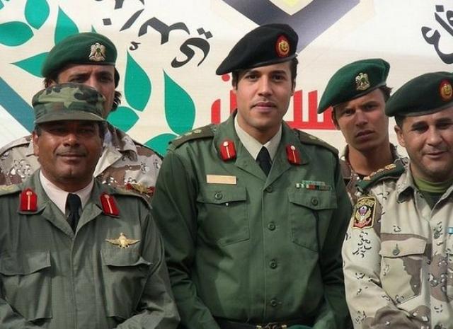 По неподтвержденным данным, еще один сын Каддафи, Хамис, погиб 21 марта 2011 года. Существует версия, что пилот ливийских вооруженных сил специально направил самолет в укрепление, где находился Хамис с семьей.
