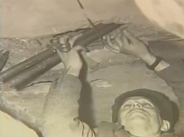В ходе следствия выяснилось, что преступники также причастны к убийству старшины милиции Шаронова, с которым расправились в августе 1963 года, ради того, чтобы завладеть табельным оружием.