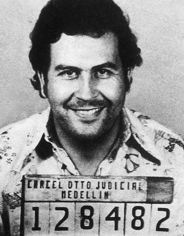 Пабло Эскобар. Поистине, наркобарон номер один, основатель Медельинского наркокартеля, который управлял им многие годы.