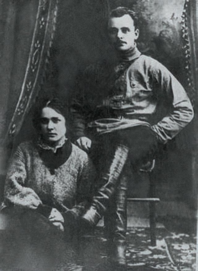 30 июня 1919 г. из-за конфликта с Чапаевым (на почве ревности: у Чапаева возник роман с женой Фурманова Анной Стешенко) переведен из дивизии в Туркестан.