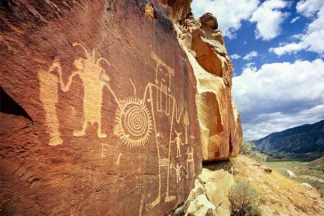 Тассилин-Адджер – крупнейший памятник наскального искусства Сахары в Алжире. Самые древние петроглифы, найденные здесь датируются 7 тысячелетием до нашей эры.