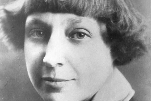 Марина Цветаева. Пожалуй, у каждого остался в памяти именно хрестоматийный портрет поэтессы в молодости.
