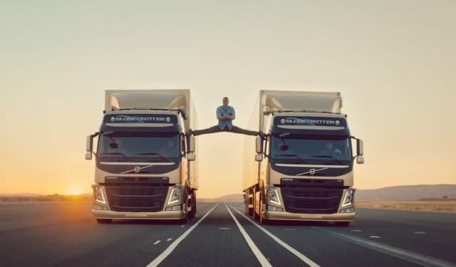 В 2018 году по интернету разошелся видеоролик автомобильного производителя Volvo, в котором Жан-Клод выполняет шпагат, балансируя между двумя большими грузовиками. Видео мгновенно стало вирусным, что таке обернуло внимание пользователей в сторону актера.